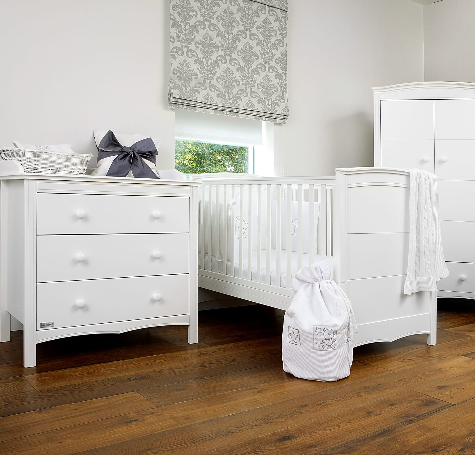 Elegant Chest of drawers – White product image